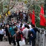 Tin tức trong ngày - Lý giải thói ăn chơi đầu năm của người Việt