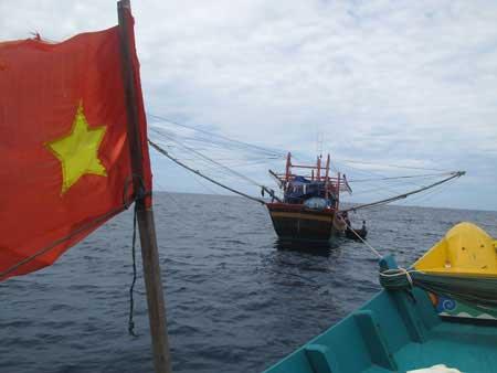 Tàu cá và 9 ngư dân bị bắt giữ ở Malaysia - 1