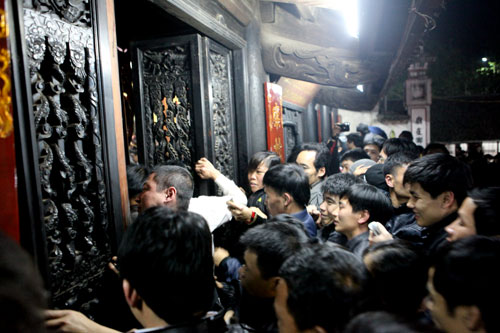 Cướp lộc đêm khai ấn đền Trần - 12