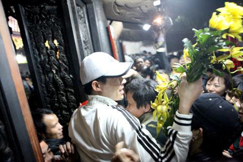 Cướp lộc đêm khai ấn đền Trần - 17