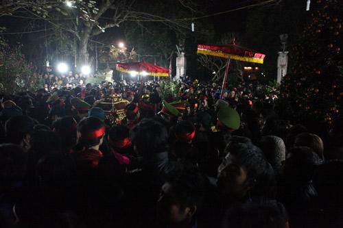 Cướp lộc đêm khai ấn đền Trần - 10