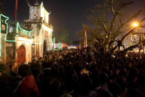 Cướp lộc đêm khai ấn đền Trần - 8