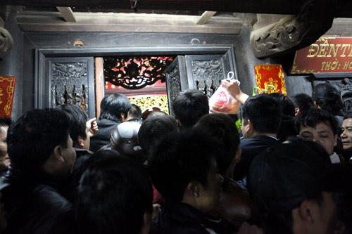 Cướp lộc đêm khai ấn đền Trần - 11