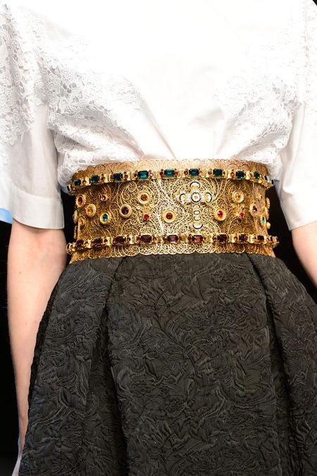 """Dolce & Gabbana lại gây """"thổn thức"""" - 11"""