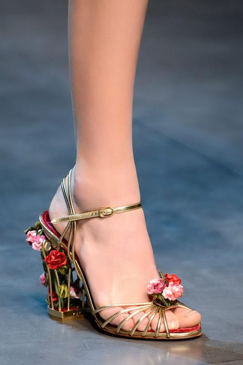 """Dolce & Gabbana lại gây """"thổn thức"""" - 15"""