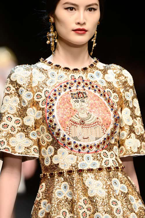 """Dolce & Gabbana lại gây """"thổn thức"""" - 17"""