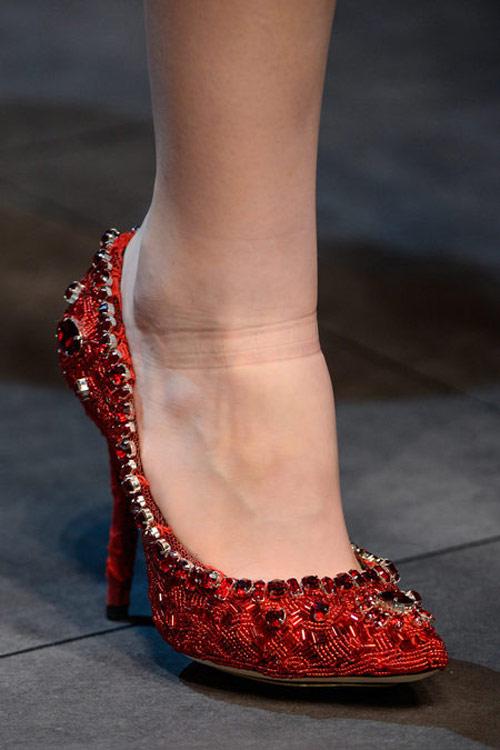 """Dolce & Gabbana lại gây """"thổn thức"""" - 18"""