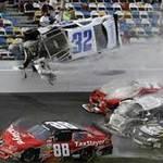 Thể thao - 33 người bị thương vì tai nạn đua xe