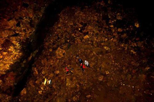 Mạo hiểm khám phá vẻ đẹp trong lòng núi lửa - 2