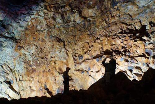 Mạo hiểm khám phá vẻ đẹp trong lòng núi lửa - 5