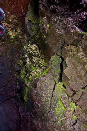 Mạo hiểm khám phá vẻ đẹp trong lòng núi lửa - 11