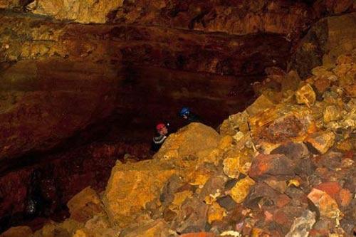 Mạo hiểm khám phá vẻ đẹp trong lòng núi lửa - 8