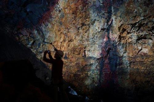 Mạo hiểm khám phá vẻ đẹp trong lòng núi lửa - 9