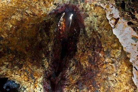 Mạo hiểm khám phá vẻ đẹp trong lòng núi lửa - 7