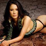 Thời trang - Chân dài Việt chụp ảnh nude với... trăn