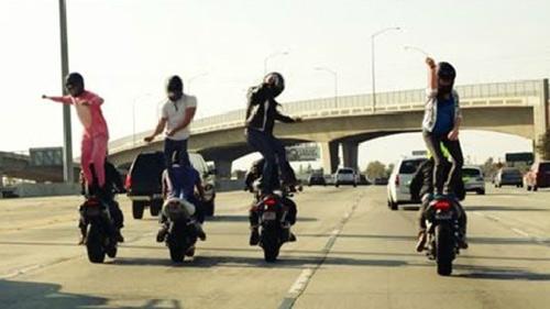 """Video: môtô """"nhảy"""" điệu Harlem Shake - 1"""