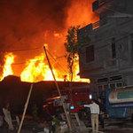 Tin tức trong ngày - Cháy xưởng dữ dội, hàng chục hộ dân sơ tán