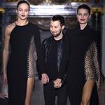 Thời trang - Paris FW chọn màu đen để khai màn