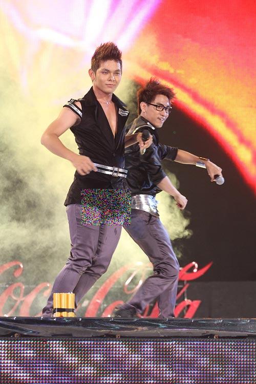 Sao Việt méo mặt vì rách quần trên sân khấu - 5
