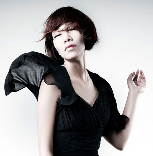 """Hà Trần """"so găng"""" với thí sinh Idol, The Voice - 1"""