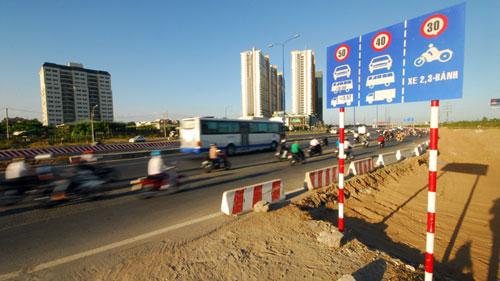Làm đường 80 km/giờ, buộc xe chạy 40 km/giờ - 1