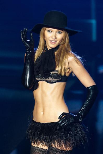 """Victoria's Secret bị """"dằn mặt""""! - 15"""
