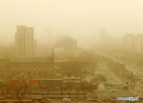 Chùm ảnh: Bão cát, khói bụi tấn công Bắc Kinh - 1