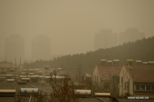 Chùm ảnh: Bão cát, khói bụi tấn công Bắc Kinh - 15