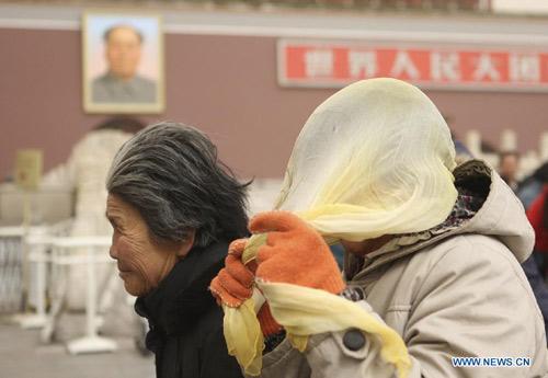 Chùm ảnh: Bão cát, khói bụi tấn công Bắc Kinh - 2