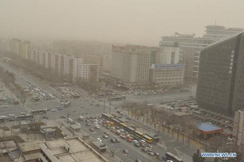 Chùm ảnh: Bão cát, khói bụi tấn công Bắc Kinh - 5