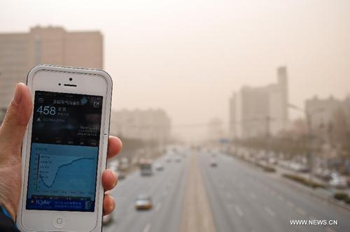 Chùm ảnh: Bão cát, khói bụi tấn công Bắc Kinh - 8