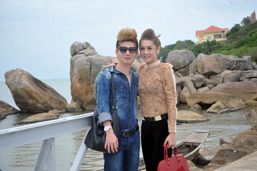 Lâm Chí Khanh quấn quýt bạn trai trên biển - 1