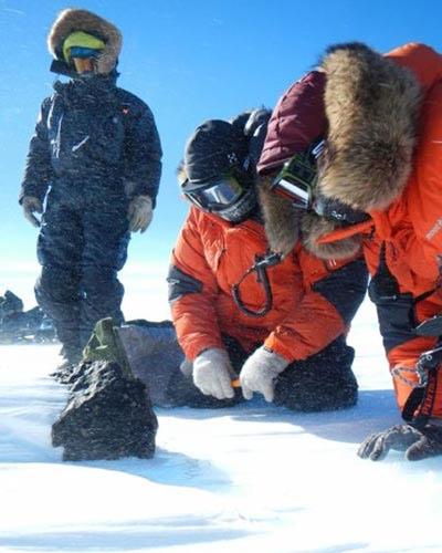 """Phát hiện thiên thạch """"khủng"""" ở Nam Cực - 4"""