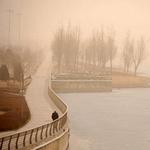 Tin tức trong ngày - Chùm ảnh: Bão cát, khói bụi tấn công Bắc Kinh