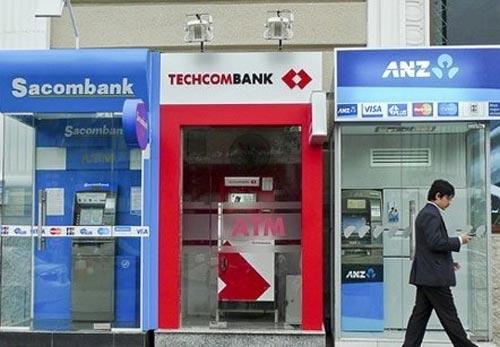 Lợi ngàn tỷ, ngân hàng vẫn kêu lỗ vì ATM - 1
