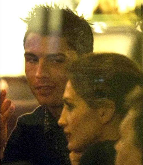 Truyền thông dựng chuyện trù dập Ronaldo? - 1