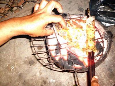 Ăn bánh tráng cuốn mắm ruốc ở Phan Thiết - 1