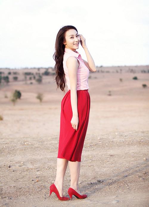 Ngân Khánh khoe vai trần mong manh - 1