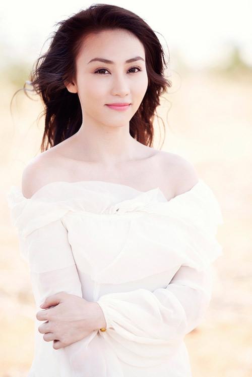 Ngân Khánh khoe vai trần mong manh - 7