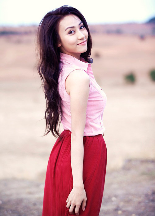 Ngân Khánh khoe vai trần mong manh - 10