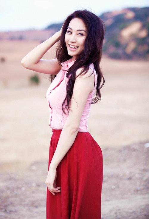 Ngân Khánh khoe vai trần mong manh - 11