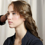 Làm đẹp - 6 bước tạo kiểu tóc xoăn lãng mạn