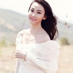 Ca nhạc - MTV - Ngân Khánh khoe vai trần mong manh