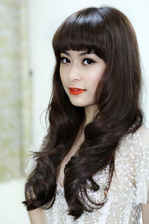 Hoàng Thùy Linh khoe tóc mới ngoan hiền - 1