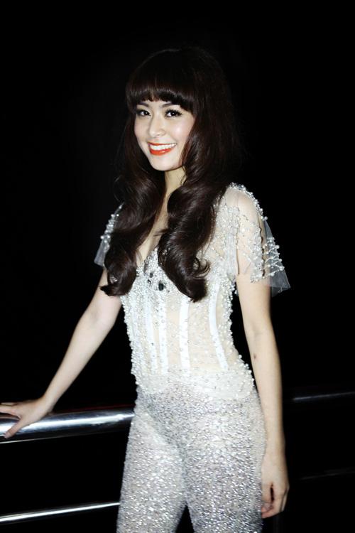 Hoàng Thùy Linh khoe tóc mới ngoan hiền - 4