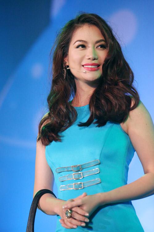 Hoàng Thùy Linh khoe tóc mới ngoan hiền - 10