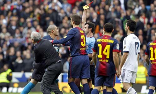 """Barca """"phát điên"""" vì trọng tài - 1"""