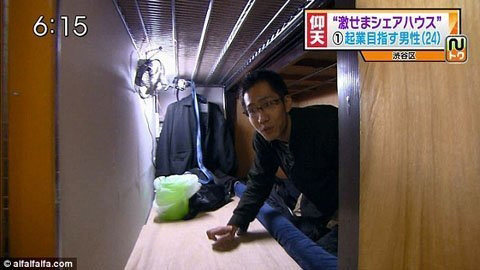 Cuộc sống trong căn hộ 2 mét vuông ở Tokyo - 3