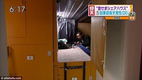 Cuộc sống trong căn hộ 2 mét vuông ở Tokyo - 4