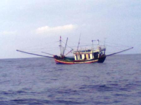 Chìm tàu ở Quảng Ninh, 8 người rơi xuống biển - 1